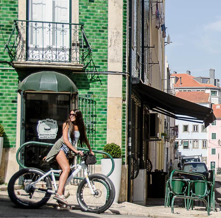 Os portugueses são graciosos e amigáveis, acolhendo todos os visitantes independentemente da sua proveniência.